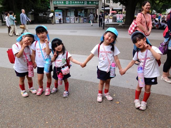 Trẻ em Nhật đã được trang bị kĩ năng gì để tự đi bộ đến trường mà vẫn an toàn - Ảnh 1.