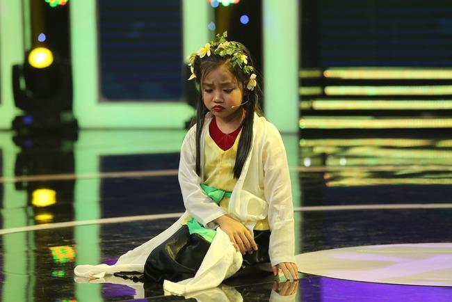 Giả điên dại cực hay, Ca nương 7 tuổi Tú Thanh gây sốc cho Trấn Thành - Ảnh 3.