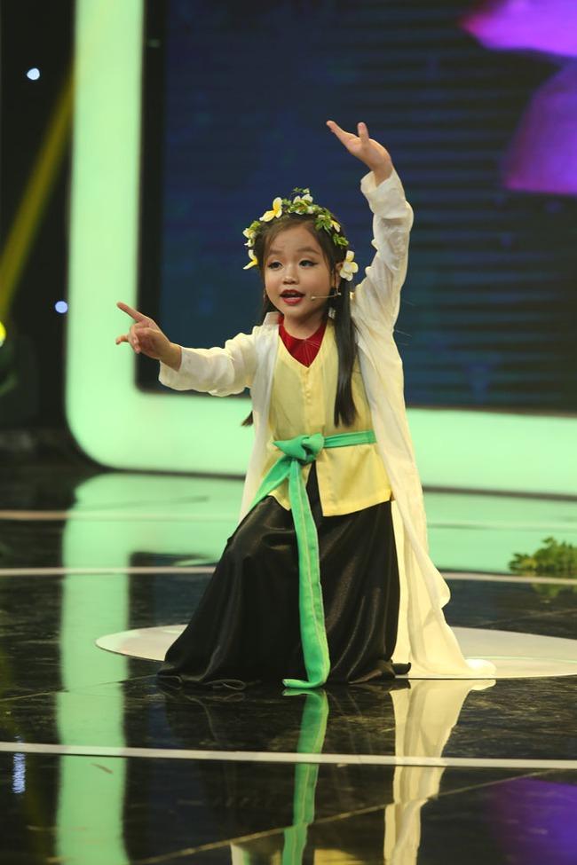 Giả điên dại cực hay, Ca nương 7 tuổi Tú Thanh gây sốc cho Trấn Thành - Ảnh 6.