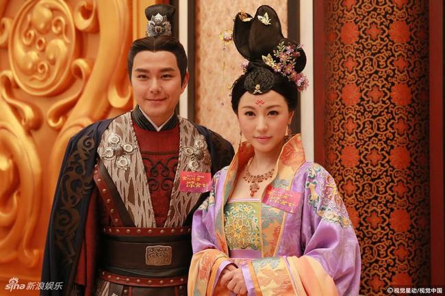Cung tâm kế 2 rục rịch lên sóng, dàn mỹ nữ TVB bỗng chốc loè loẹt thế này - Ảnh 16.
