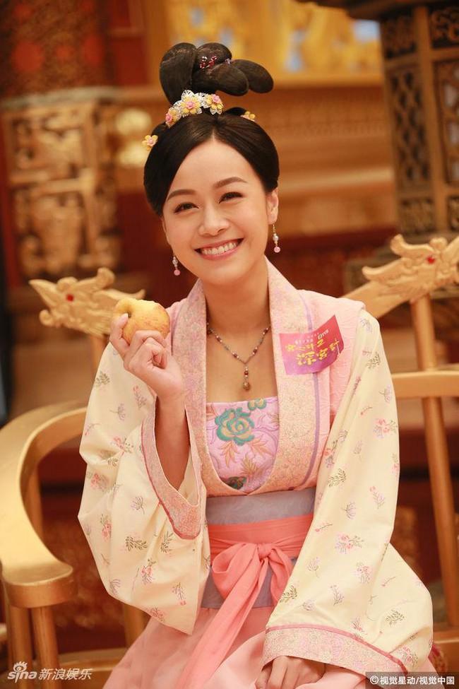 Cung tâm kế 2 rục rịch lên sóng, dàn mỹ nữ TVB bỗng chốc loè loẹt thế này - Ảnh 9.