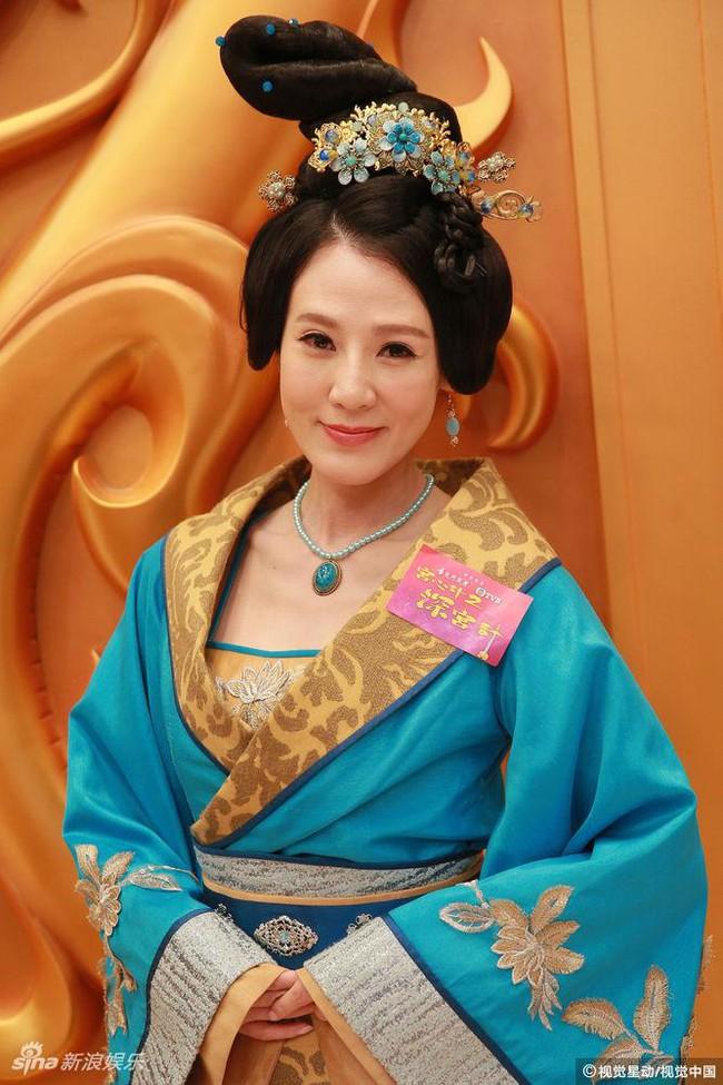 Cung tâm kế 2 rục rịch lên sóng, dàn mỹ nữ TVB bỗng chốc loè loẹt thế này - Ảnh 13.