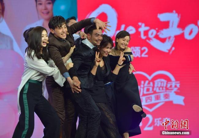 Fan tức giận vì mẹ hai con Lưu Đào bị chế ảnh không trong sáng với bạn diễn - Ảnh 13.
