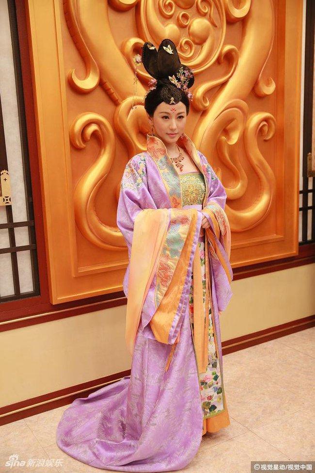 Cung tâm kế 2 rục rịch lên sóng, dàn mỹ nữ TVB bỗng chốc loè loẹt thế này - Ảnh 8.