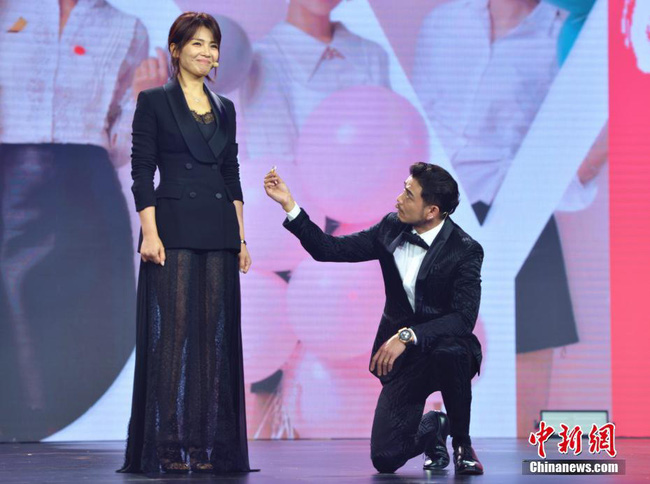 Fan tức giận vì mẹ hai con Lưu Đào bị chế ảnh không trong sáng với bạn diễn - Ảnh 4.