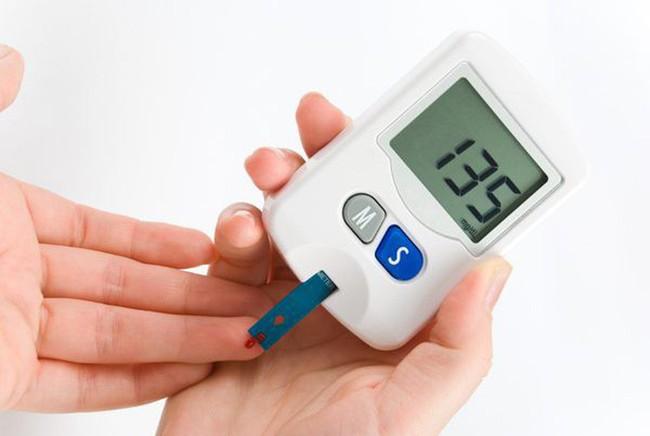 Cân nặng giảm liên tục không rõ nguyên do, coi chừng dấu hiệu cảnh báo sức khỏe bất thường - Ảnh 3.