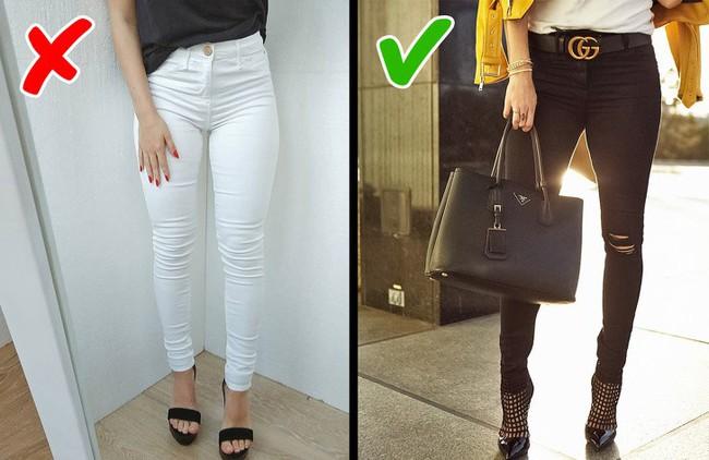 8 kiểu trang phục không chỉ lỗi thời mà còn phô hết các khuyết điểm của người mặc, chị em nên biết để tránh - Ảnh 2.