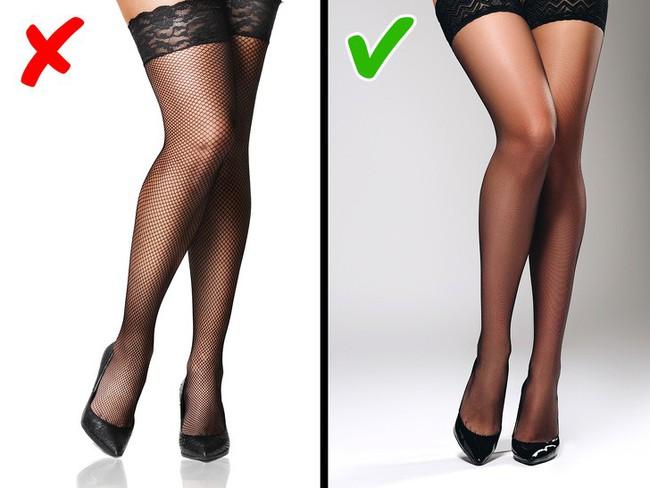 8 kiểu trang phục không chỉ lỗi thời mà còn phô hết các khuyết điểm của người mặc, chị em nên biết để tránh - Ảnh 7.