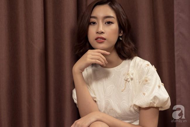 HH Đỗ Mỹ Linh: Trở thành Hoa hậu, tôi vẫn phải đi đổ rác và làm việc nhà như con ghẻ của bố mẹ - Ảnh 2.