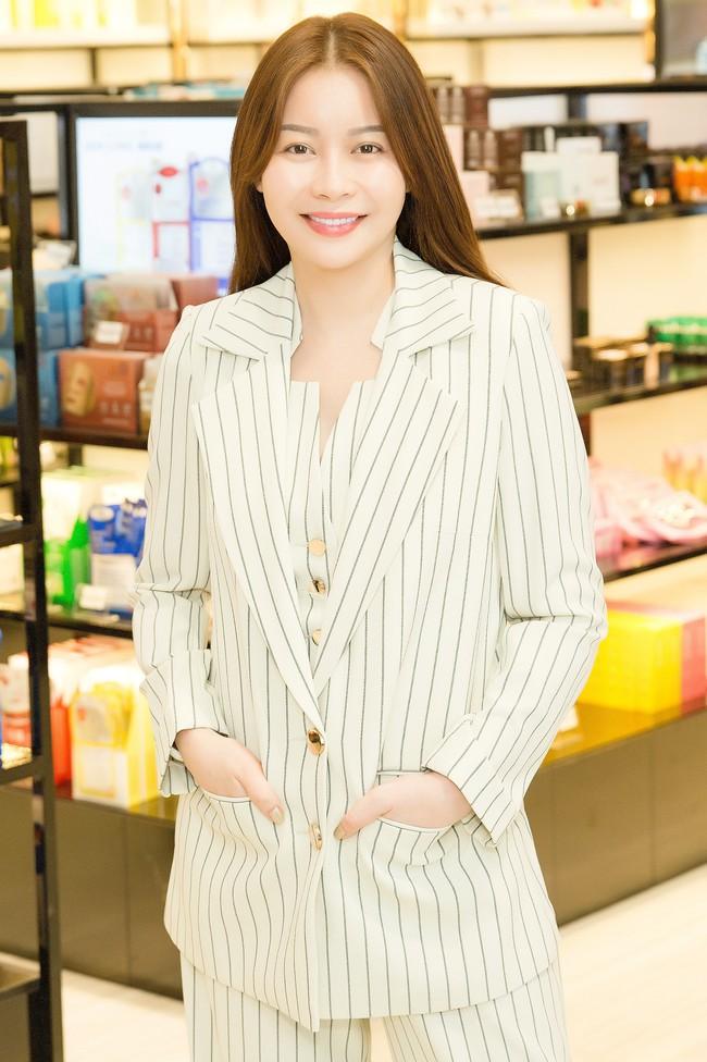 Minh Tú tất bật chuẩn bị cho Miss Supranational 2018 - Ảnh 4.