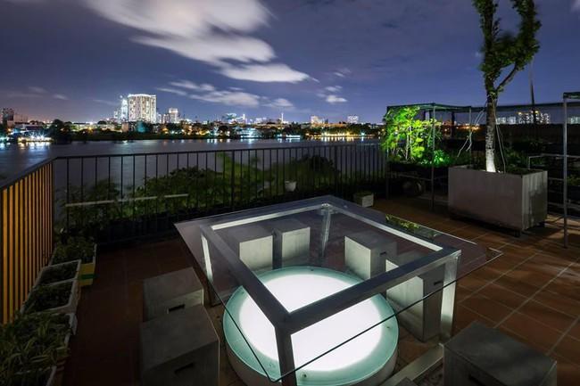 Ngôi nhà có tầm nhìn thẳng ra sông Sài Gòn với thiết kế mộc mạc nhưng sự tiện nghi thì không chê vào đâu được - Ảnh 12.