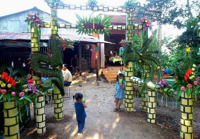 Cổng cưới kết bằng lá dừa - nét văn hóa đặc sắc chứa đựng trọn vẹn nghĩa xóm tình làng của người miền Tây - Ảnh 10.