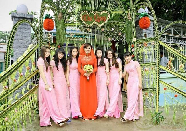 Cổng cưới kết bằng lá dừa - nét văn hóa đặc sắc chứa đựng trọn vẹn nghĩa xóm tình làng của người miền Tây - Ảnh 8.