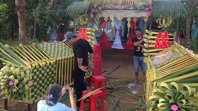 Cổng cưới kết bằng lá dừa - nét văn hóa đặc sắc chứa đựng trọn vẹn nghĩa xóm tình làng của người miền Tây - Ảnh 9.