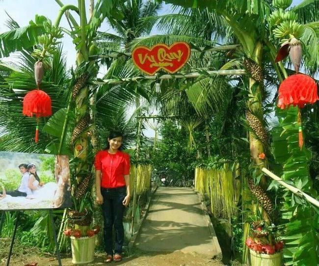 Cổng cưới kết bằng lá dừa - nét văn hóa đặc sắc chứa đựng trọn vẹn nghĩa xóm tình làng của người miền Tây - Ảnh 1.