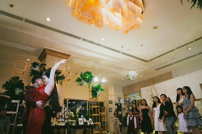 Cặp đôi chịu chơi dành cả thanh xuân bay từ Jeju đến Paris để chụp ảnh và bày thành quả đặc biệt trong tiệc cưới - Ảnh 17.