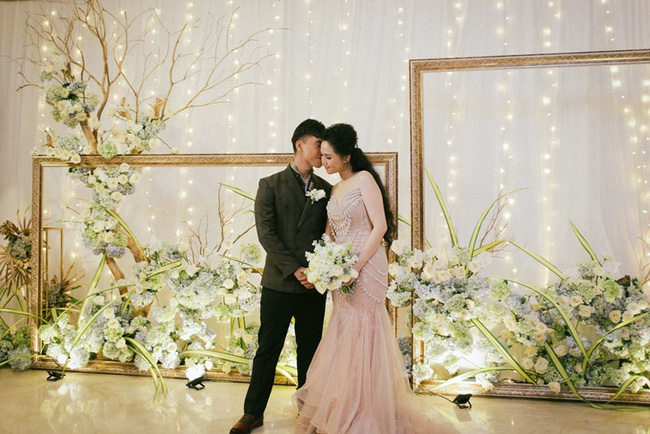 Cặp đôi chịu chơi dành cả thanh xuân bay từ Jeju đến Paris để chụp ảnh và bày thành quả đặc biệt trong tiệc cưới - Ảnh 13.