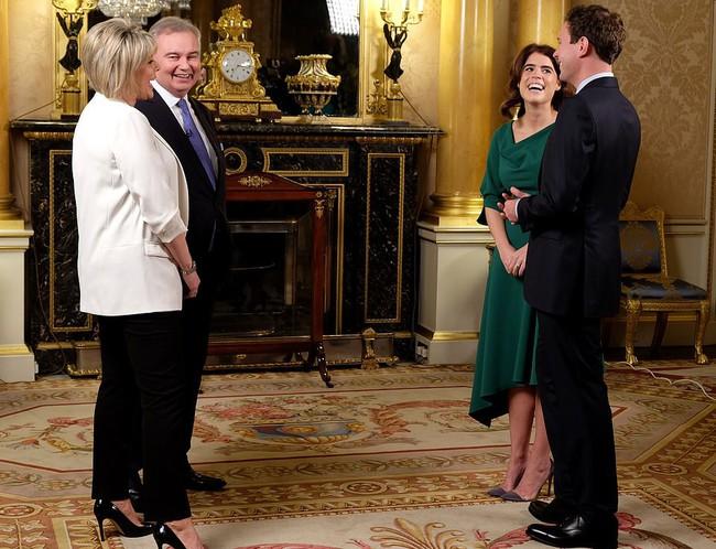 Tình yêu sét đánh của Công chúa Eugenie: Vừa gặp xong gọi điện về cho mẹ hỏi cách tán đổ chàng - Ảnh 3.