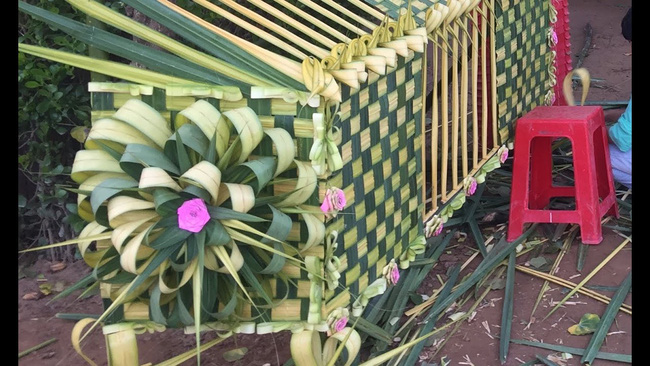 Cổng cưới kết bằng lá dừa - nét văn hóa đặc sắc chứa đựng trọn vẹn nghĩa xóm tình làng của người miền Tây - Ảnh 6.