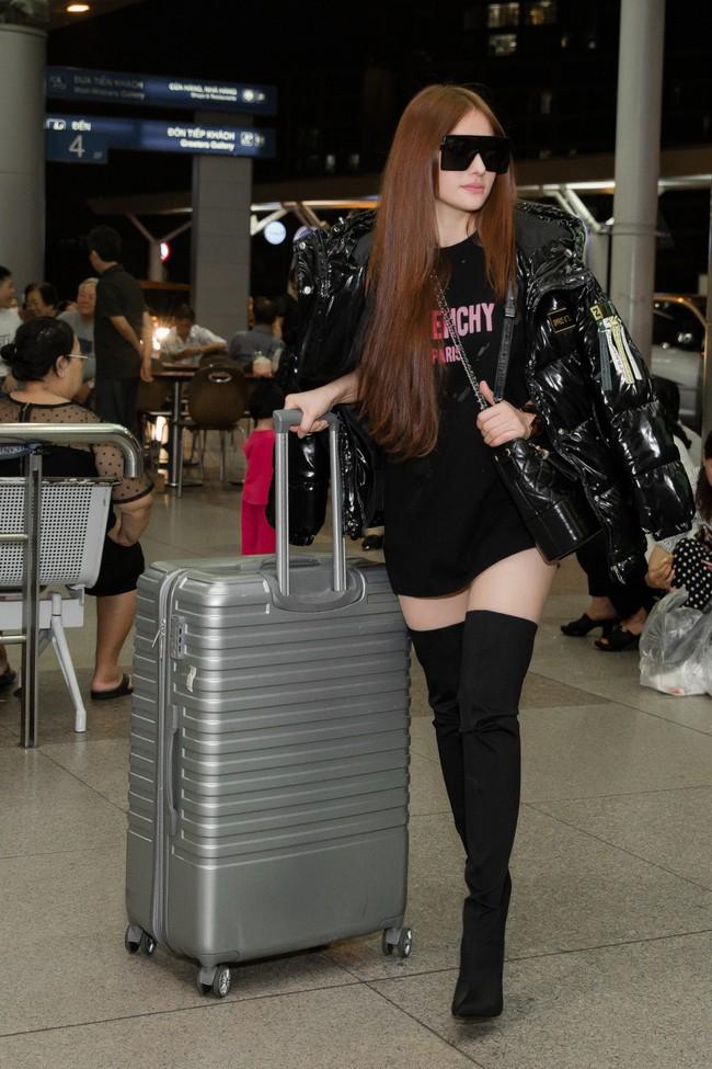 GIữa đêm muộn, mẹ 1 con Thu Thủy xuất hiện với cây đen chất lừ tại sân bay - Ảnh 4.