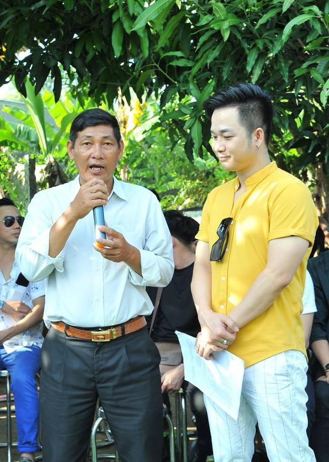 Không làm tiệc sinh nhật tốn kém, Quách Tuấn Du - Việt Trinh đi phát gạo cho bà con nghèo - Ảnh 8.