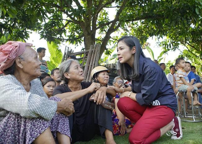 Không làm tiệc sinh nhật tốn kém, Quách Tuấn Du - Việt Trinh đi phát gạo cho bà con nghèo - Ảnh 6.