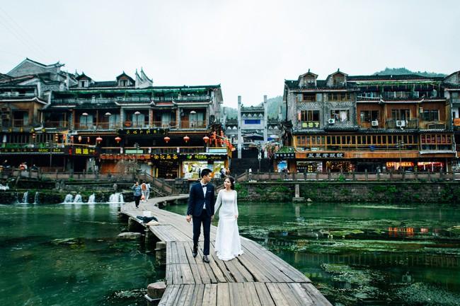 Nhờ chăm chỉ chơi game mà cặp đôi này khởi đầu từ số 0 đến bộ ảnh Phượng Hoàng cổ trấn đẹp mê người - Ảnh 11.