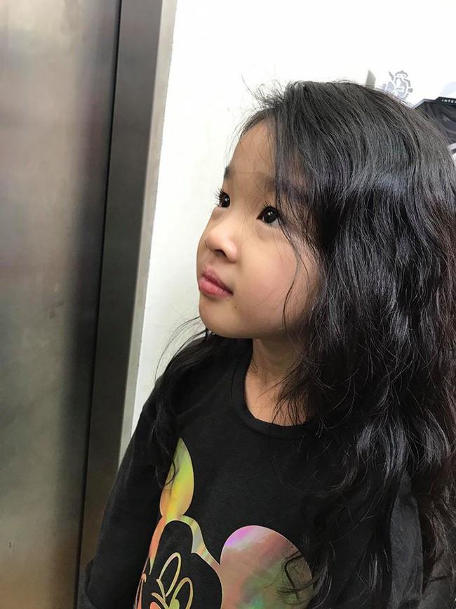 Không hổ danh có mẹ là siêu mẫu, con gái Xuân Lan chưa đầy 5 tuổi đã khí chất ngời ngời thế này đây - Ảnh 2.