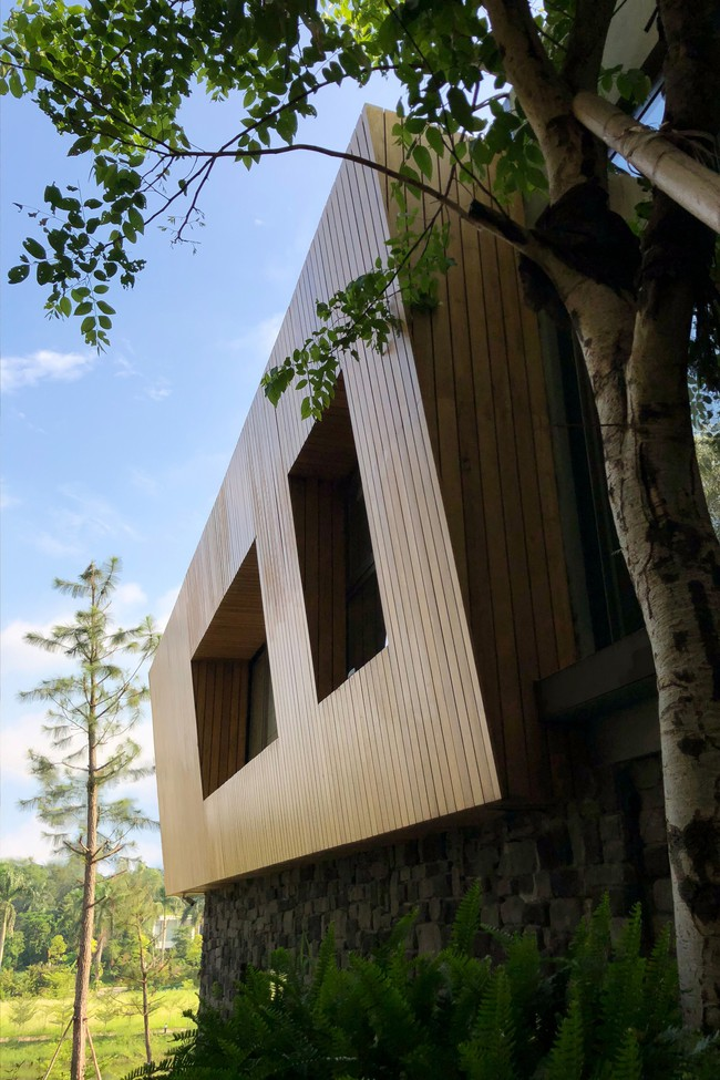 Căn biệt thự gỗ đẹp như bước ra từ phim Hàn Quốc nằm cách Hà Nội chỉ hơn 1 giờ lái xe - Ảnh 2.