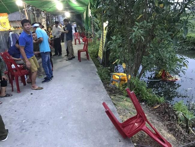 Hải Phòng: Ô tô điên lao thẳng vào đám tang và khu chợ, 6 người bị thương nặng - Ảnh 1.