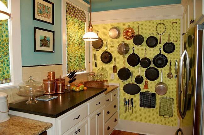 Nhanh tay sử dụng thiết kế bảng đục lỗ đang ngày càng hot để lưu trữ đồ gia dụng siêu gọn cho nhà bếp  - Ảnh 1.