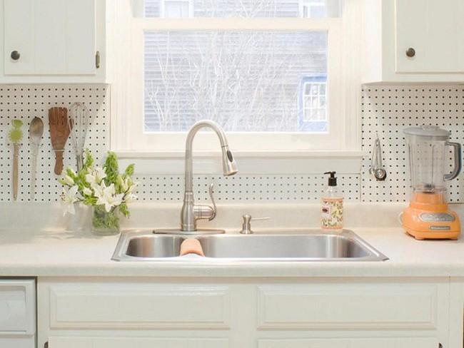 Nhanh tay sử dụng thiết kế bảng đục lỗ đang ngày càng hot để lưu trữ đồ gia dụng siêu gọn cho nhà bếp  - Ảnh 12.