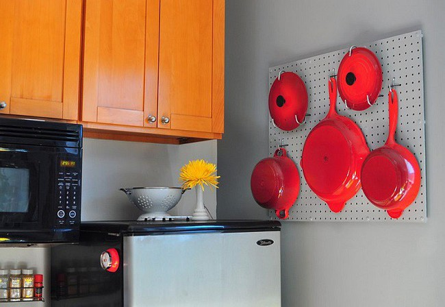 Nhanh tay sử dụng thiết kế bảng đục lỗ đang ngày càng hot để lưu trữ đồ gia dụng siêu gọn cho nhà bếp  - Ảnh 13.