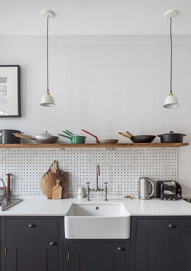 Nhanh tay sử dụng thiết kế bảng đục lỗ đang ngày càng hot để lưu trữ đồ gia dụng siêu gọn cho nhà bếp  - Ảnh 14.