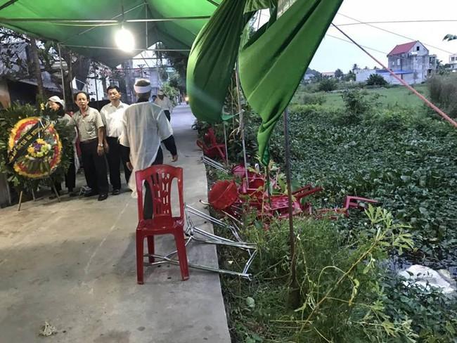 Hải Phòng: Ô tô điên lao thẳng vào đám tang và khu chợ, 6 người bị thương nặng - Ảnh 2.