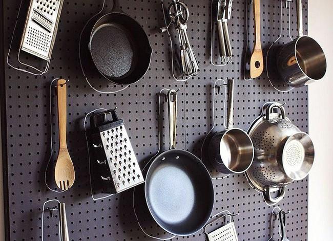 Nhanh tay sử dụng thiết kế bảng đục lỗ đang ngày càng hot để lưu trữ đồ gia dụng siêu gọn cho nhà bếp  - Ảnh 4.