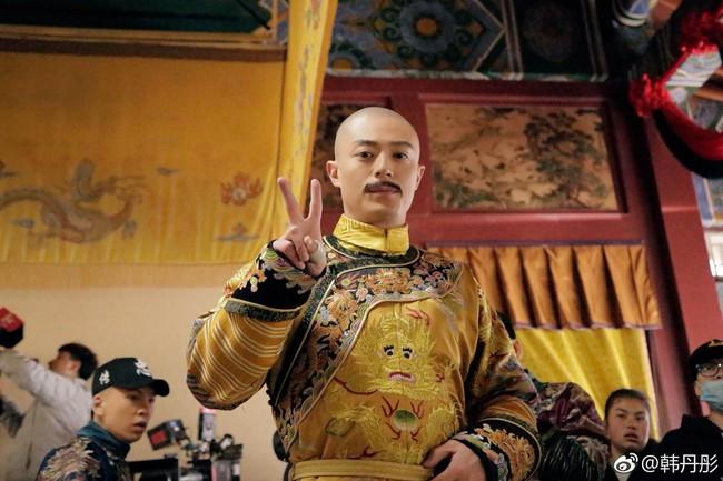 Rảnh rỗi như Du Phi - Trương Quân Ninh: Khi không có gì làm, đi chụp ảnh dạo khắp trường quay Như Ý truyện - Ảnh 8.