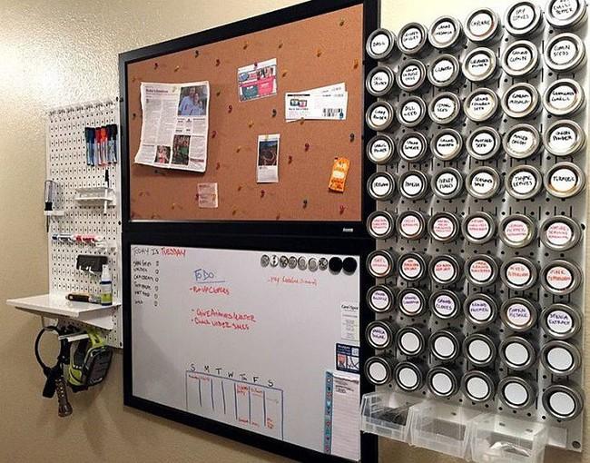 Nhanh tay sử dụng thiết kế bảng đục lỗ đang ngày càng hot để lưu trữ đồ gia dụng siêu gọn cho nhà bếp  - Ảnh 6.