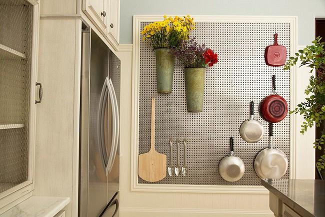 Nhanh tay sử dụng thiết kế bảng đục lỗ đang ngày càng hot để lưu trữ đồ gia dụng siêu gọn cho nhà bếp  - Ảnh 7.