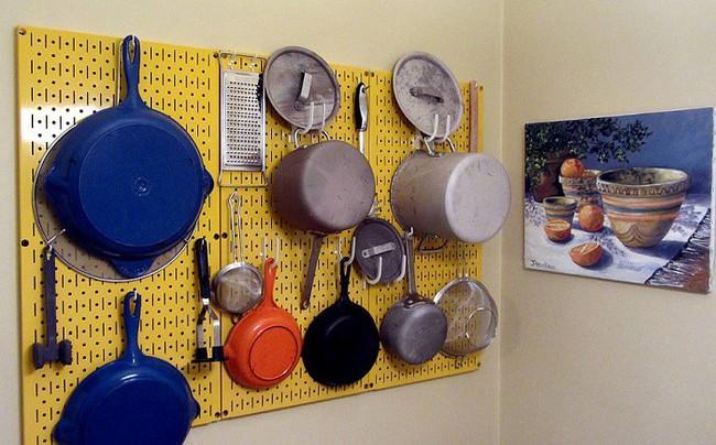 Nhanh tay sử dụng thiết kế bảng đục lỗ đang ngày càng hot để lưu trữ đồ gia dụng siêu gọn cho nhà bếp  - Ảnh 8.