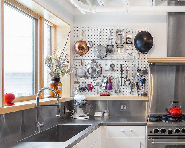 Nhanh tay sử dụng thiết kế bảng đục lỗ đang ngày càng hot để lưu trữ đồ gia dụng siêu gọn cho nhà bếp  - Ảnh 9.