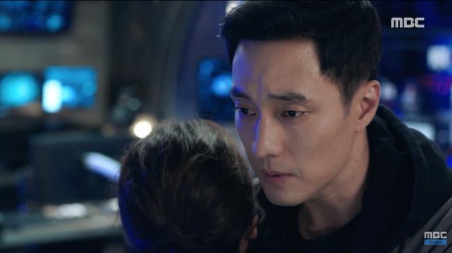 Chết cười xem cảnh So Ji Sub hóa thân thành cảnh sát, sát thủ rồi tới... James Bond - Ảnh 8.