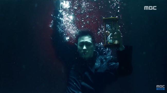 So Ji Sub trúng đạn rơi xuống nước, sống chết không rõ - Ảnh 15.