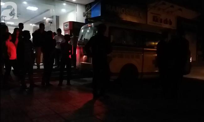 Vụ bé sơ sinh rơi từ tầng cao ở chung cư Linh Đàm: Cảnh sát phát hiện cô gái nghi vấn ở tầng 31 - Ảnh 6.