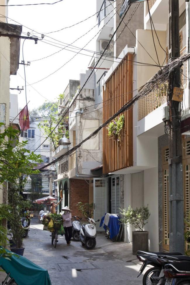 Ngôi nhà ống 27m² sâu hun hút ở Sài Gòn của người phụ nữ muốn tìm an nhiên tuổi xế chiều - Ảnh 1.