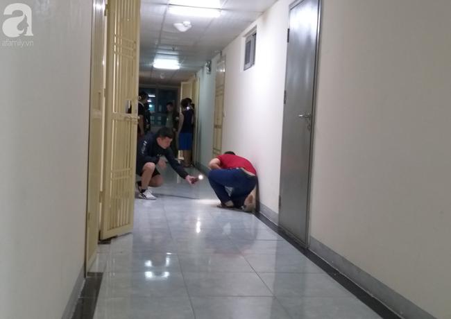 Vụ bé sơ sinh rơi từ tầng cao ở chung cư Linh Đàm: Cảnh sát phát hiện cô gái nghi vấn ở tầng 31 - Ảnh 3.