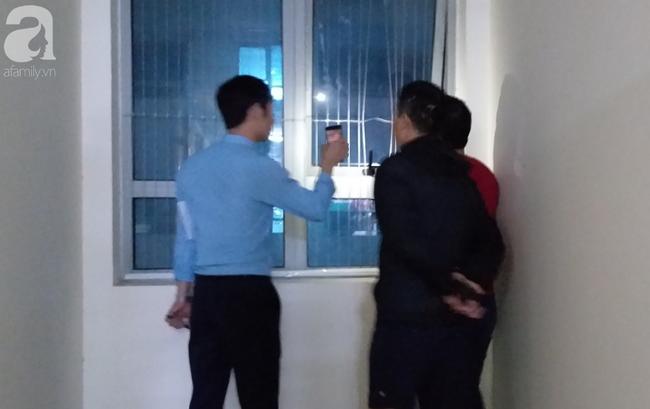 Vụ bé sơ sinh rơi từ tầng cao ở chung cư Linh Đàm: Cảnh sát phát hiện cô gái nghi vấn ở tầng 31 - Ảnh 2.