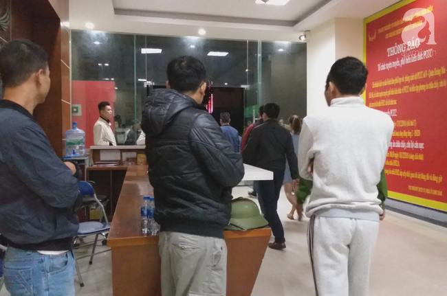 Vụ bé sơ sinh rơi từ tầng cao ở chung cư Linh Đàm: Cảnh sát phát hiện cô gái nghi vấn ở tầng 31 - Ảnh 4.
