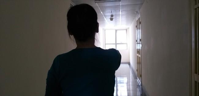 Vụ bé sơ sinh rơi ở chung cư Linh Đàm: Thầy cô và các bạn không biết nữ sinh đang mang bầu - Ảnh 5.