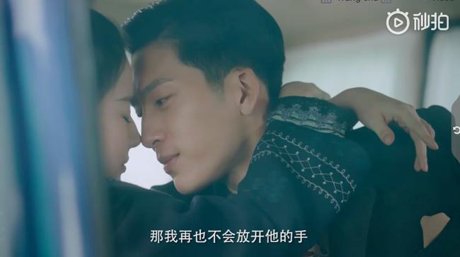 Đỏ mặt với cảnh Lưu Diệc Phi liên tiếp hôn môi trai trẻ kém tuổi đến 5 lần  - Ảnh 2.